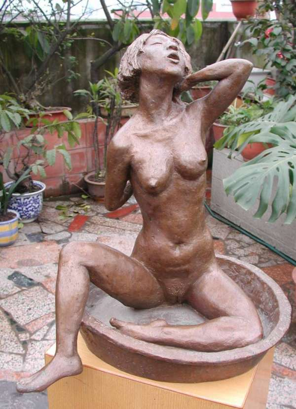 Washing - a sculpture of Nude woman washing by contemporary Chinese sculptor Shen Xiaonan